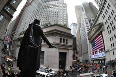U.S. La bolsa toma una zambullida después de que Downgrade de S&P Foto de archivo libre de regalías