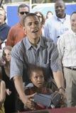 U.S. Le sénateur Barak Obama avec son descendant Images libres de droits