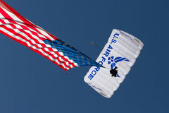 U S Luftwaffen-Flugschau Skydivers Lizenzfreie Stockfotografie
