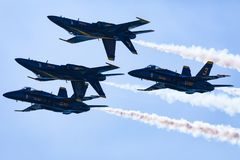 U S Marine-blaue Engel, die am Huntington Beach 2017 Ai durchführen stockbild