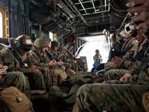 U S Marine Deployment com U S corpsman fotos de stock royalty free