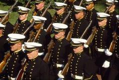 U.S. Midshipmans d'Académie Navale dans le défilé photo libre de droits