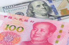 U S och Kina valuta Royaltyfria Bilder