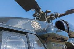 U S Os costumes e a beira Protetion Sikorsky UH-60A enegrecem hel do falcão Fotografia de Stock
