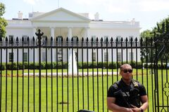 Free U.S. Secret Service Officer In Front Of White House. Washington DC Stock Photography - 188310742