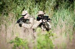 U.S. soldados na patrulha Foto de Stock Royalty Free