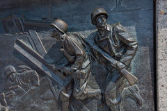 U S Soldados que aterram nas praias de Normandy no dia D Fotos de Stock Royalty Free