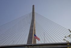 U.S. Vlag bij de Brug Zakim in Boston Royalty-vrije Stock Afbeelding