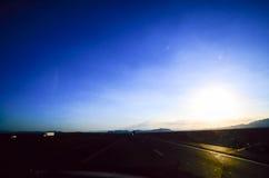 U S Weg 15 in Nevada am Abend Lizenzfreie Stockbilder