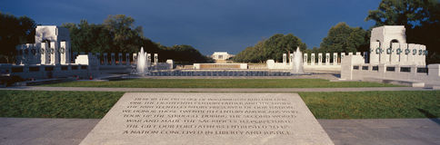U S Weltkrieg-gedenkender Erinnerungszweiter Weltkrieg in Washington Gleichstrom nachts C Bei Sonnenaufgang Lizenzfreie Stockbilder