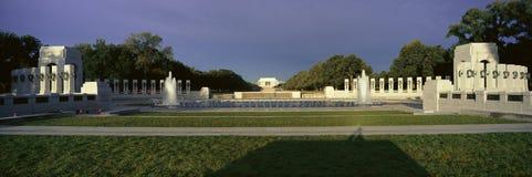 U S Weltkrieg-gedenkender Erinnerungszweiter Weltkrieg in Washington Gleichstrom nachts C Bei Sonnenaufgang Stockbild