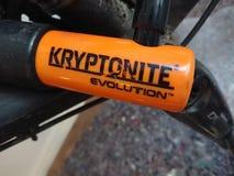 U-serratura di evoluzione di Kryptonite per la bici immagine stock