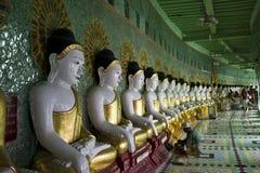 U Thonze Minimalna Buddyjska świątynia Na Sagaing wzgórzu Fotografia Stock