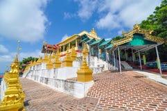 U Thonze Minimalna jama - ogromnie szanująca Buddyjska świątynia, Sagaing, obrazy royalty free