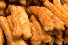 U Tiao, een populaire gefrituurde snack in Maleisië Stock Foto's