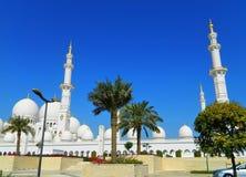 UAE Abu Dhabi Den vita moskén Royaltyfri Foto