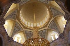 UAE, Abu Dhabi, die weiße Moschee, der Innenraum der Moschee. Stockfotos