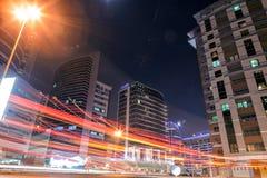 UAE/DUBAI - 26 2012 SEP - Dubaj miasto, długi ujawnienie z samochodem l Zdjęcia Stock