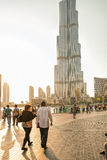 UAE/DUBAI - 14 sep 2012 - Mensen die op de straten van Doubai lopen Royalty-vrije Stock Foto's