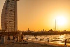UAE/DUBAI - 26. September 2012 - Sonnenuntergang am berühmten hote Burj Al Arab Lizenzfreies Stockfoto