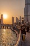 UAE/DUBAI - 14 septembre 2012 - les gens détendant sur les rues du duba images stock
