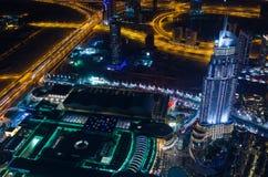 UAE, Dubaj, 06/14/2015, w centrum Dubai futurystycznego miasta neonowi światła i sheik, zayed droga strzał od światów wysoki wier Zdjęcia Royalty Free