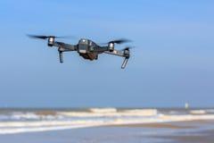 UAV bajo del abejón del vuelo Fotografía de archivo libre de regalías