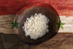 Ubóstwa pojęcie, puchar ryż z Irak zaznacza Obrazy Royalty Free