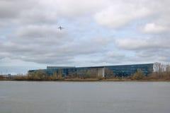 UBC-rymduniversitetsområde och 747 Jet Airliner arkivfoto