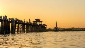 Ubein桥梁,最长的木桥在曼德勒,缅甸2014年11月 库存照片