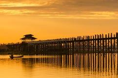 Ubeinbrug bij zonsondergang, Mandalay, Myanmar royalty-vrije stock foto's