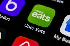 Uber Je podaniową ikonę na Jabłczanego iPhone X smartphone parawanowym zakończeniu Uber je app ikonę 3d sieć obrazek odpłacający  Obrazy Stock