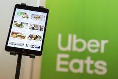Uber mange le menu d'appli photo libre de droits