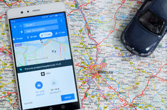 Uber som delar ekonomiservice i Wroclaw Arkivfoton