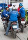Ubermoto司机在胡志明市 图库摄影