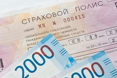 Ubezpieczenia samochodu i rosjanina banknoty Fotografia Stock