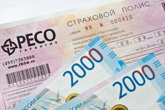 Ubezpieczenia samochodu i rosjanina banknoty Zdjęcia Stock