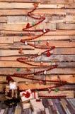 Ubicación de la Navidad del Año Nuevo con la caja de regalo y pequeño Papá Noel fotografía de archivo libre de regalías