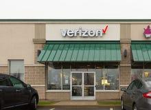 Ubicación de la venta al por menor de Verizon Wireless Verizon es una de las compañías más grandes de la tecnología XI foto de archivo libre de regalías