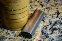 Ubicazione del caffè e del vaporizzatore di ghiaccio sul contatore appena che cosa il medico ha ordinato Immagini Stock
