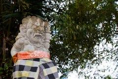 Ubierająca balijczyk statua w Ubud - Środkowy Bali, Indonezja Zdjęcie Royalty Free