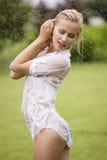ubierająca mokra kobieta Zdjęcia Royalty Free