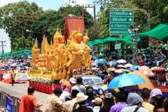 UBON RACHATANEE TAJLANDIA, LIPIEC, - 20: Tajlandzki świeczka festiwalu parada Zdjęcia Stock