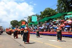 UBON RACHATANEE, THAILAND - JULI 20: Thailändsk stearinljusfestivalparad Arkivbilder