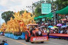 UBON RACHATANEE, THAILAND - JULI 20: Thailändsk stearinljusfestivalparad Royaltyfria Bilder