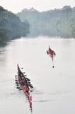 UBONRAJATHAINI, TAILÂNDIA - 30 DE SETEMBRO: Barco da raça do barqueiro em setembro Imagens de Stock
