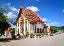 Ubosot-the huvudsaklig tempel av den buddistiska templet komplexa Wat Chalong i Phuket fotografering för bildbyråer