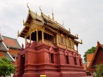 Ubosot Wat Phra That Haripunchai imagenes de archivo