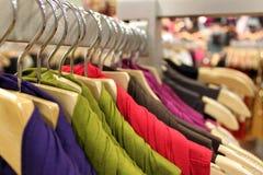 ubraniowy wydziałowy sklep obraz stock