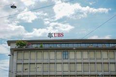 UBS logo przy lokującego biurem przy Paradeplatz kwadratem w Zurich, Szwajcaria, 17 06 2018 zdjęcie stock